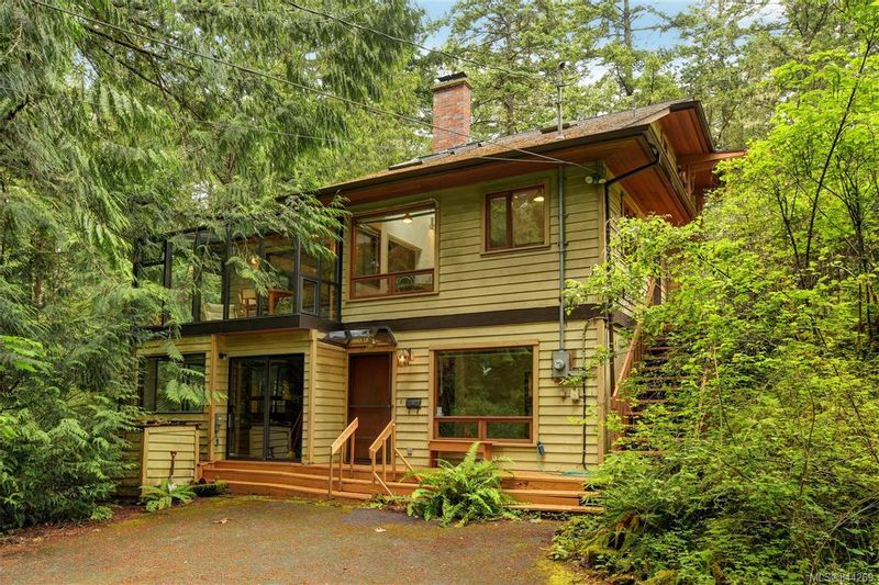 FEATURED LISTING: 270 Trevlac Pl Saanich