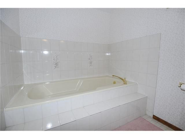 Photo 19: Photos: 236 CEDARGROVE Court SW in Calgary: Cedarbrae House for sale : MLS®# C4104761