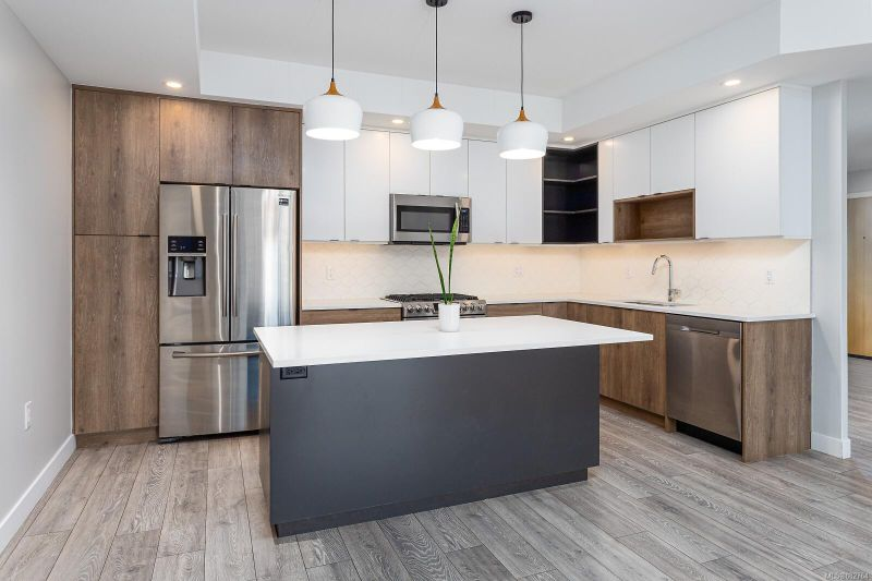 FEATURED LISTING: 312 - 950 Whirlaway Cres