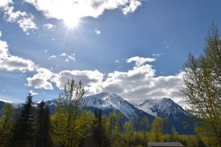 Photo 2: 5024 LAUGHLIN Road in Smithers: Smithers - Rural House for sale (Smithers And Area (Zone 54))  : MLS®# R2573882