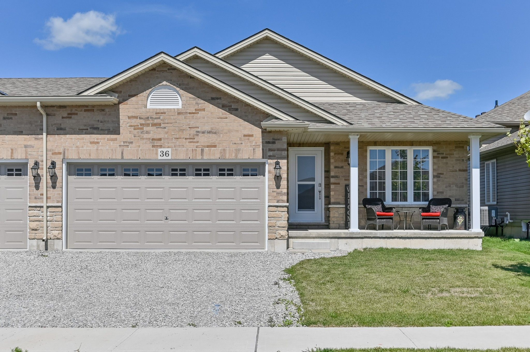 Main Photo: 36 East Helen Drive in Hagersville: House for sale : MLS®# H4065714