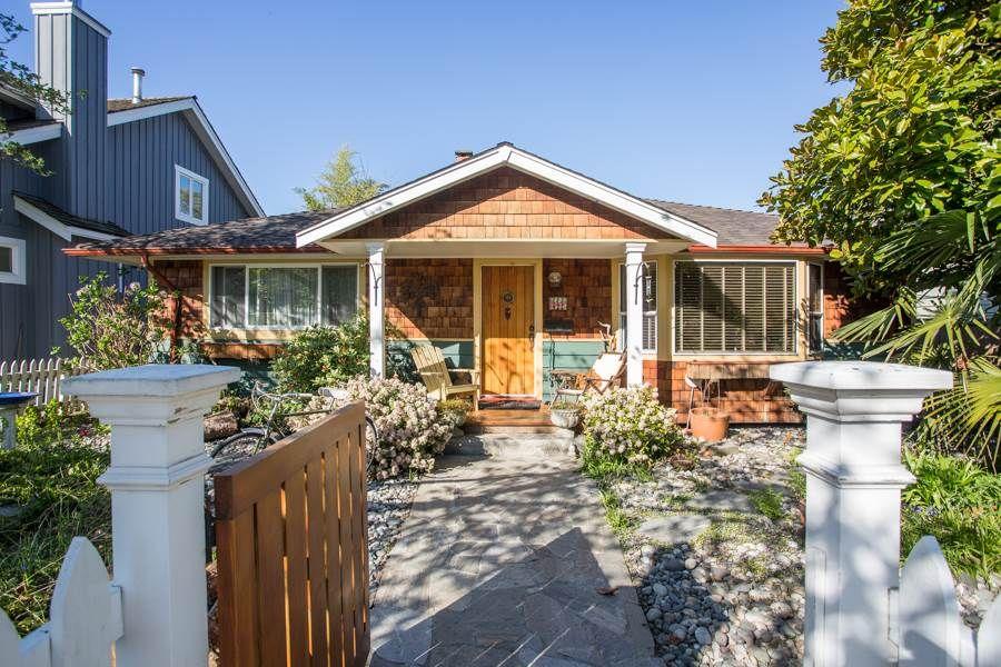 "Main Photo: 2847 GORDON Avenue in Surrey: Crescent Bch Ocean Pk. House for sale in ""CRESENT BEACH VILLAGE"" (South Surrey White Rock)  : MLS®# R2566027"