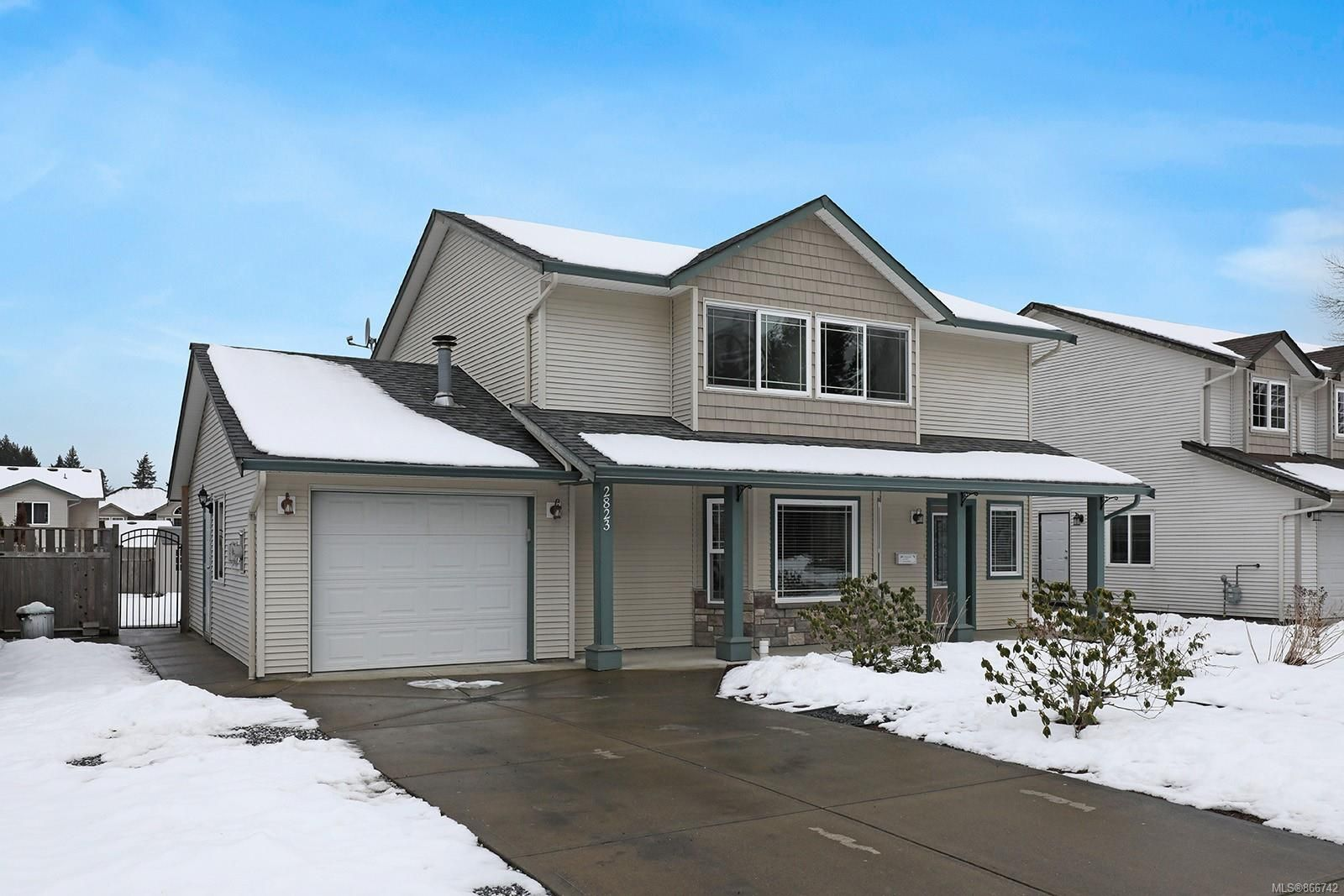 Main Photo: 2823 Piercy Ave in : CV Courtenay City House for sale (Comox Valley)  : MLS®# 866742