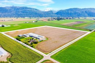 Photo 1: 37664 WELLS LINE Road in Abbotsford: Sumas Prairie House for sale : MLS®# R2620269