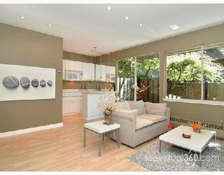 "Photo 2: 401 235 KEITH Road in West_Vancouver: Cedardale Condo for sale in ""SPURAWAY GARDENS"" (West Vancouver)  : MLS®# V745651"