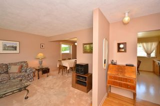 Photo 5: 27 Braden Crescent NW in Calgary: Brentwood House for sale : MLS®# C4191763