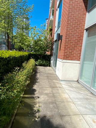 """Photo 10: 39 KEEFER Place in Vancouver: Downtown VW Townhouse for sale in """"THE TAYLOR"""" (Vancouver West)  : MLS®# R2575670"""