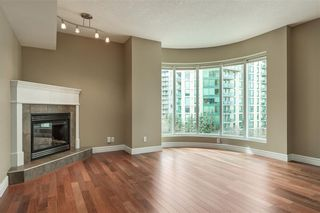 Photo 2: 505 110 7 Street SW in Calgary: Eau Claire Apartment for sale : MLS®# C4239151