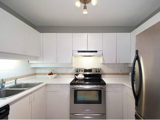 """Photo 9: 104 935 W 15TH Avenue in Vancouver: Fairview VW Condo for sale in """"THE EMPRESS"""" (Vancouver West)  : MLS®# V1059558"""