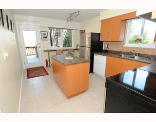 Photo 5: 1017 E 11TH Avenue in Vancouver: Mount Pleasant VE 1/2 Duplex for sale (Vancouver East)  : MLS®# V789077