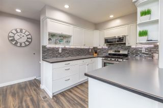 """Photo 8: 7887 227 Crescent in Langley: Fort Langley House for sale in """"Forest Knolls"""" : MLS®# R2561927"""