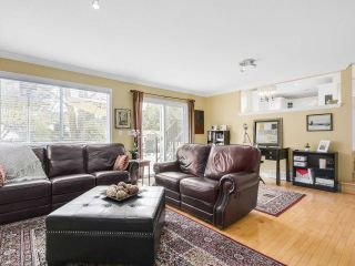 """Photo 3: 13496 15A Avenue in Surrey: Crescent Bch Ocean Pk. House for sale in """"Marine Terrace"""" (South Surrey White Rock)  : MLS®# R2152319"""