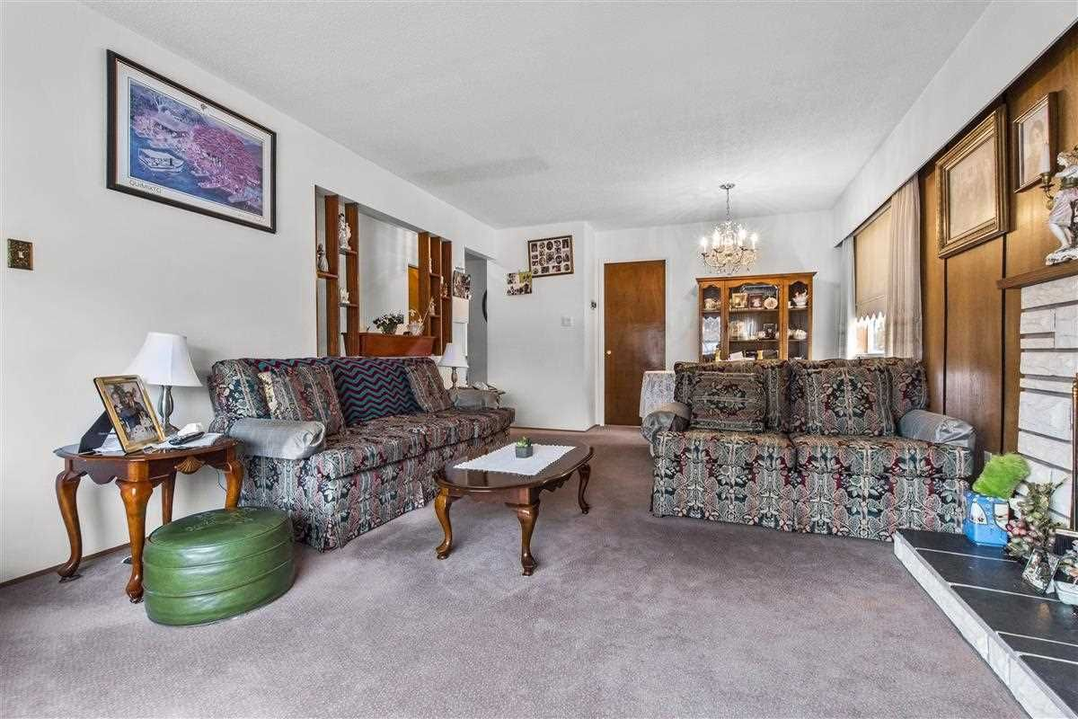 Photo 6: Photos: 3225 ST GEORGE Street in Vancouver: Fraser VE House for sale (Vancouver East)  : MLS®# R2579975