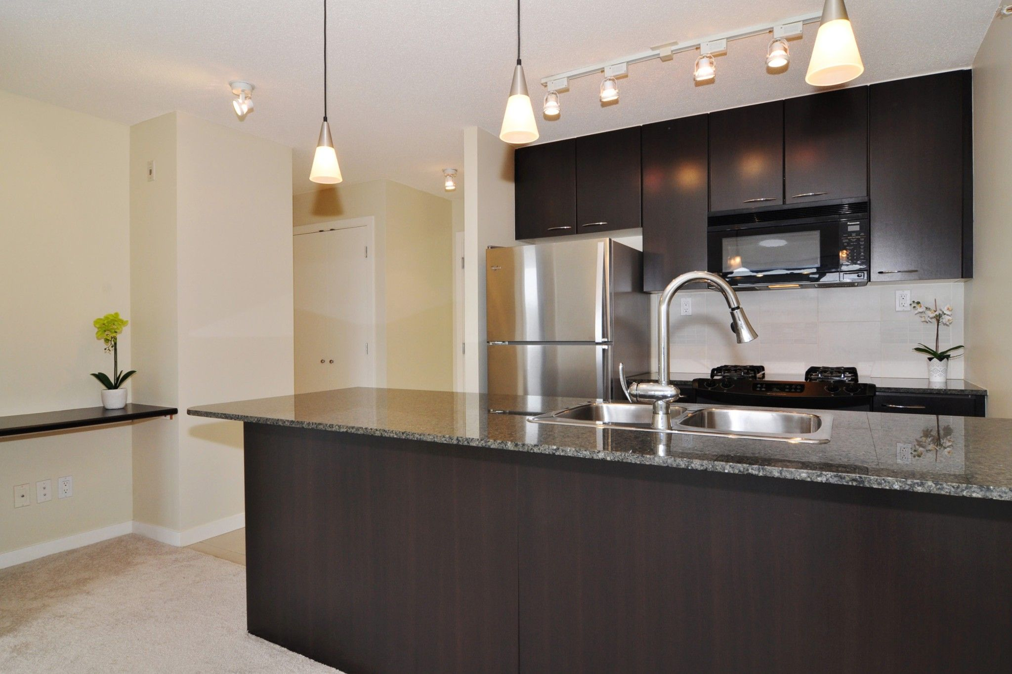 """Photo 5: Photos: 312 7138 COLLIER Street in Burnaby: Highgate Condo for sale in """"STANDFORD HOUSE"""" (Burnaby South)  : MLS®# R2224760"""