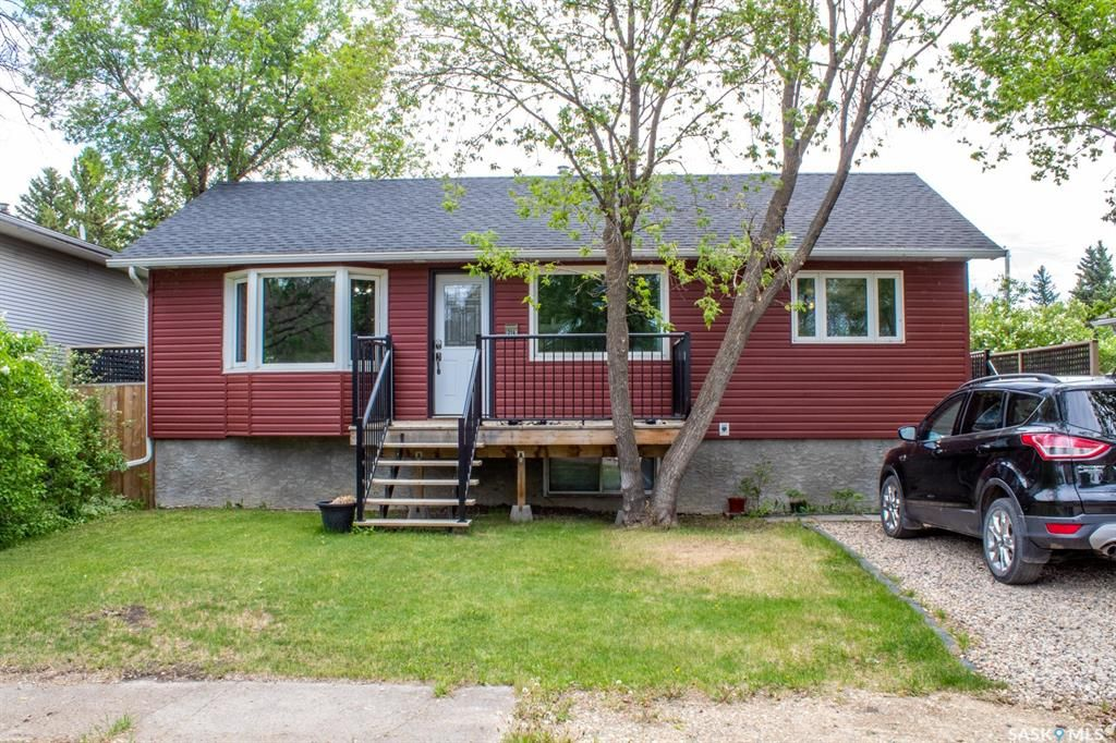 Main Photo: 214 1st Avenue South in Melfort: Residential for sale : MLS®# SK858569