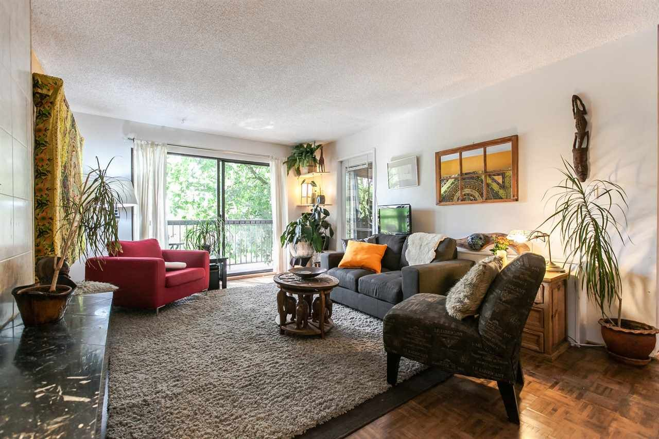 """Main Photo: 202 1515 E 5TH Avenue in Vancouver: Grandview VE Condo for sale in """"WOODLAND PLACE"""" (Vancouver East)  : MLS®# R2065383"""