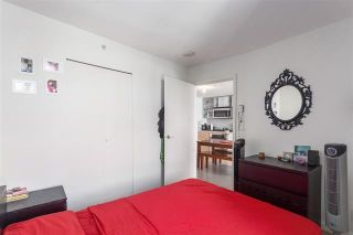"""Photo 7: 2207 33 SMITHE Street in Vancouver: Yaletown Condo for sale in """"COOPERS LOOKOUT"""" (Vancouver West)  : MLS®# R2106492"""