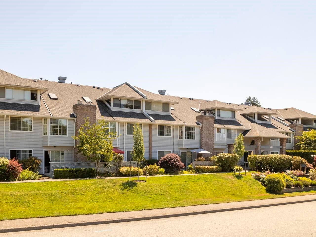 """Main Photo: 103 11578 225 Street in Maple Ridge: East Central Condo for sale in """"Willows"""" : MLS®# R2598276"""