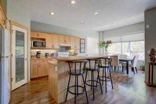 Photo 2: 223 Springborough Way SW in Calgary: Springbank Hill Detached for sale : MLS®# A1114099