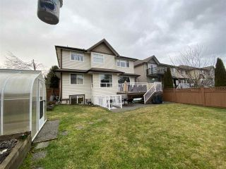 """Photo 3: 7252 145A Street in Surrey: East Newton House for sale in """"Chimney Heights"""" : MLS®# R2424100"""