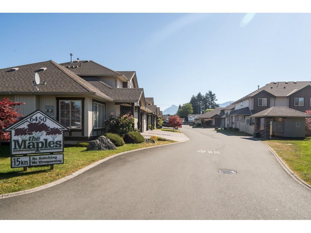 """Photo 3: Photos: 27 6450 BLACKWOOD Lane in Chilliwack: Sardis West Vedder Rd Townhouse for sale in """"The Maples"""" (Sardis)  : MLS®# R2480574"""