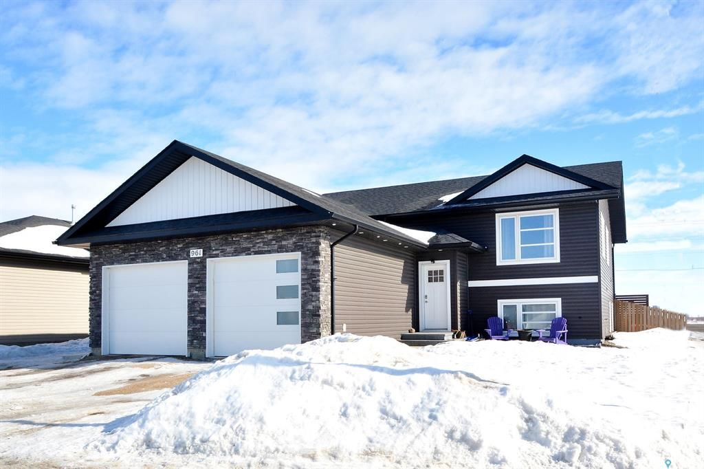 Main Photo: 961 Stony Crescent in Martensville: Residential for sale : MLS®# SK845465