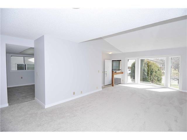Photo 7: Photos: 24 CEDARGROVE Road SW in Calgary: Cedarbrae House for sale : MLS®# C4111523