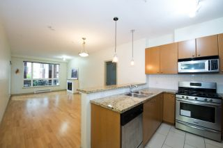 """Photo 3: 208 14 E ROYAL Avenue in New Westminster: Fraserview NW Condo for sale in """"VICTORIA HILL"""" : MLS®# R2244673"""