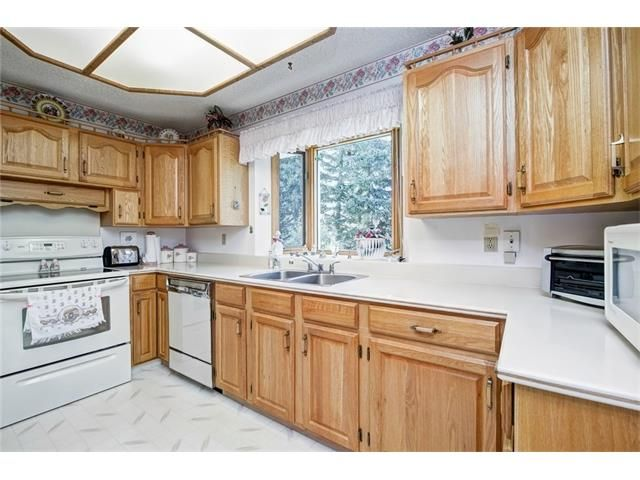 Photo 17: Photos: 210 OAKMOOR Place SW in Calgary: Oakridge House for sale : MLS®# C4091579
