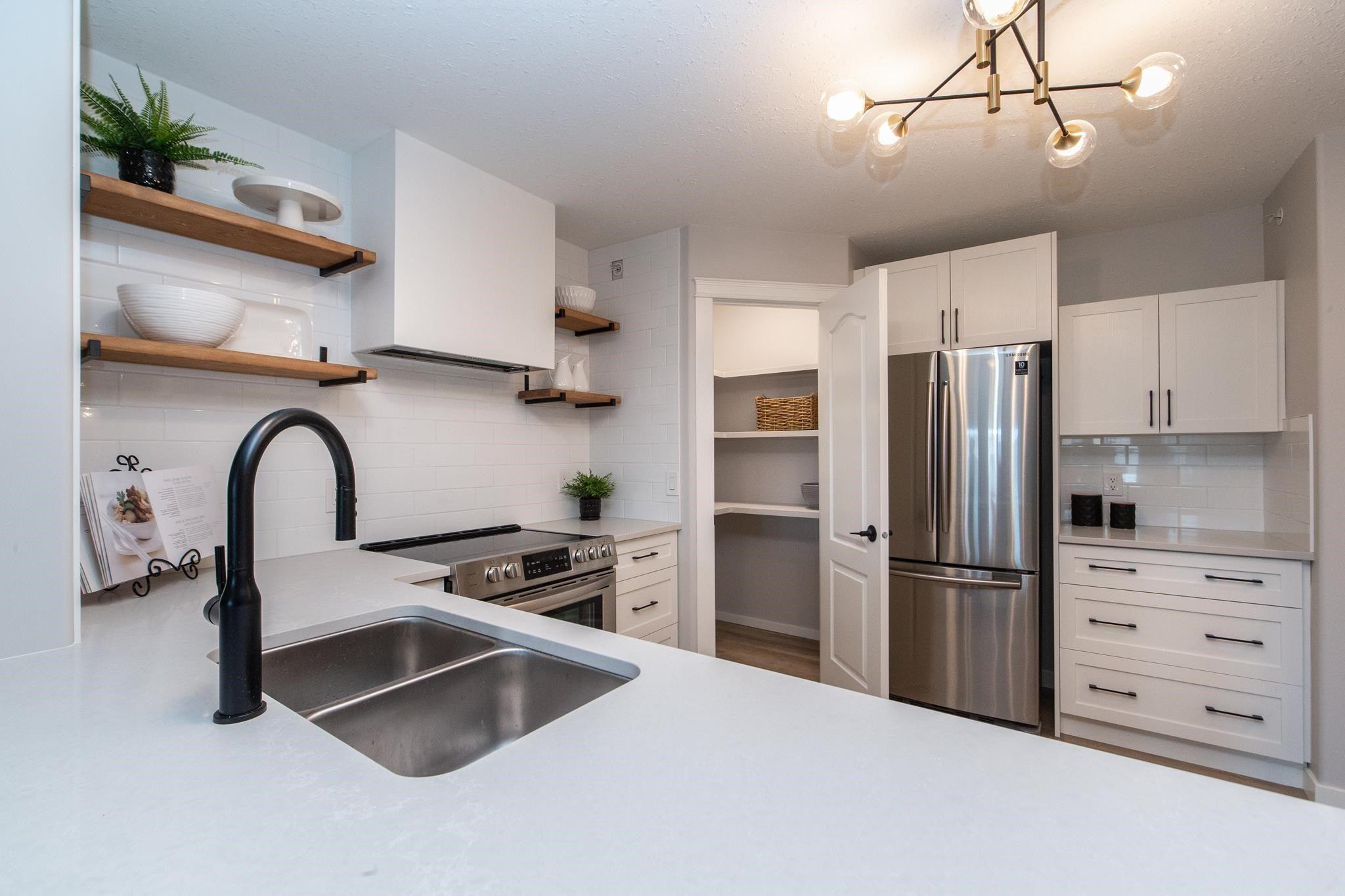 Main Photo: 519 261 YOUVILLE Drive E in Edmonton: Zone 29 Condo for sale : MLS®# E4252501