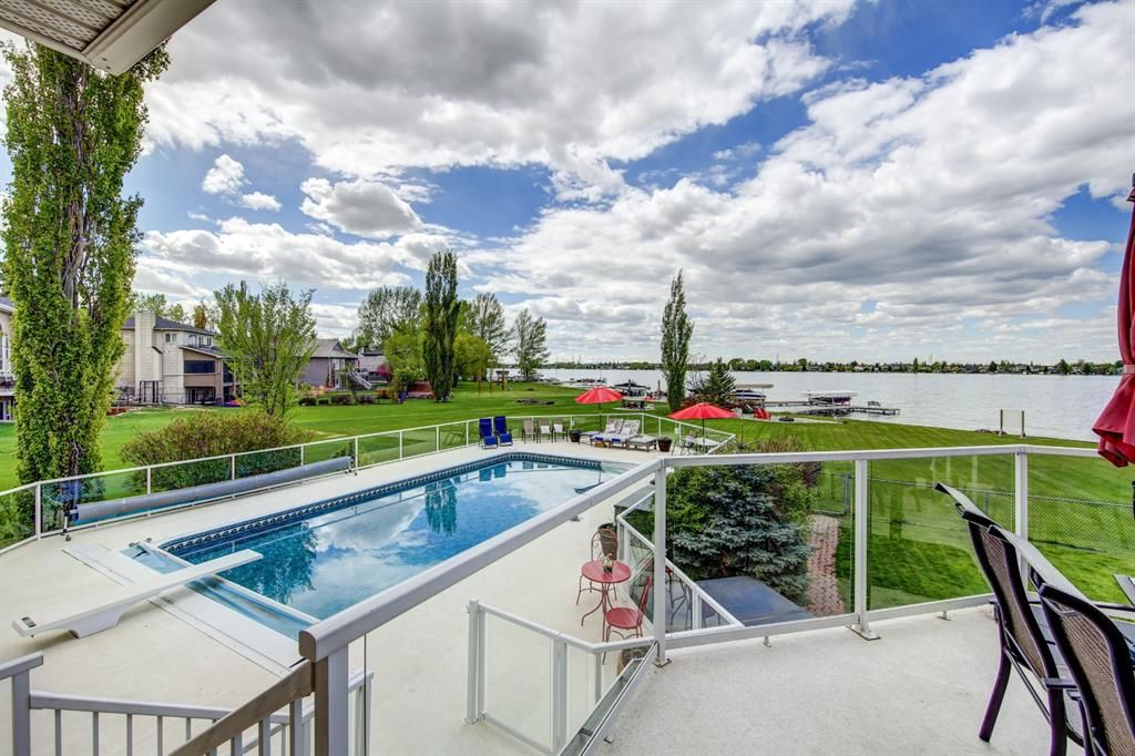 Main Photo: 685 East Chestermere Drive: Chestermere Detached for sale : MLS®# A1112035