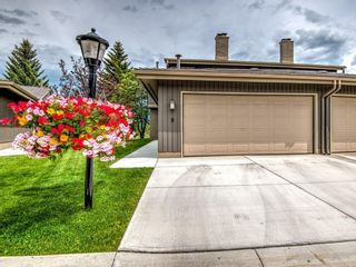 Photo 2: 9 1901 VARSITY ESTATES Drive NW in Calgary: Varsity Row/Townhouse for sale : MLS®# C4303161