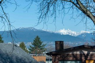 Photo 11: 578 E 10TH Avenue in Vancouver: Mount Pleasant VE House for sale (Vancouver East)  : MLS®# R2437830