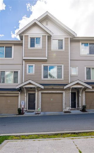 Photo 2: 28 19097 64 Avenue in Surrey: Cloverdale BC Townhouse for sale (Cloverdale)  : MLS®# R2571787