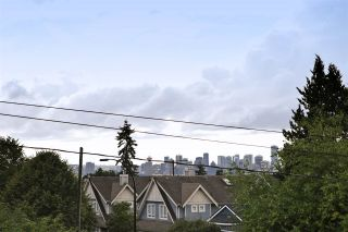 Photo 8: 112 1910 CHESTERFIELD Avenue in North Vancouver: Central Lonsdale Townhouse for sale : MLS®# R2213948