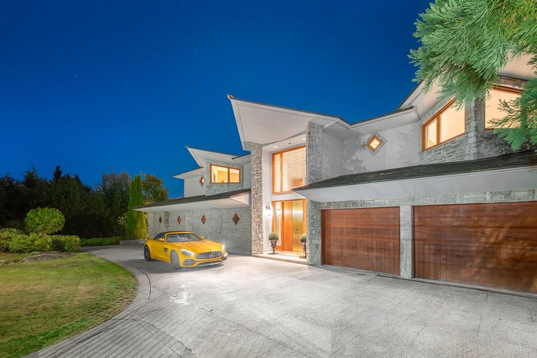 Main Photo: 1070 GROVELAND Road in West Vancouver: British Properties House for sale : MLS®# R2614484