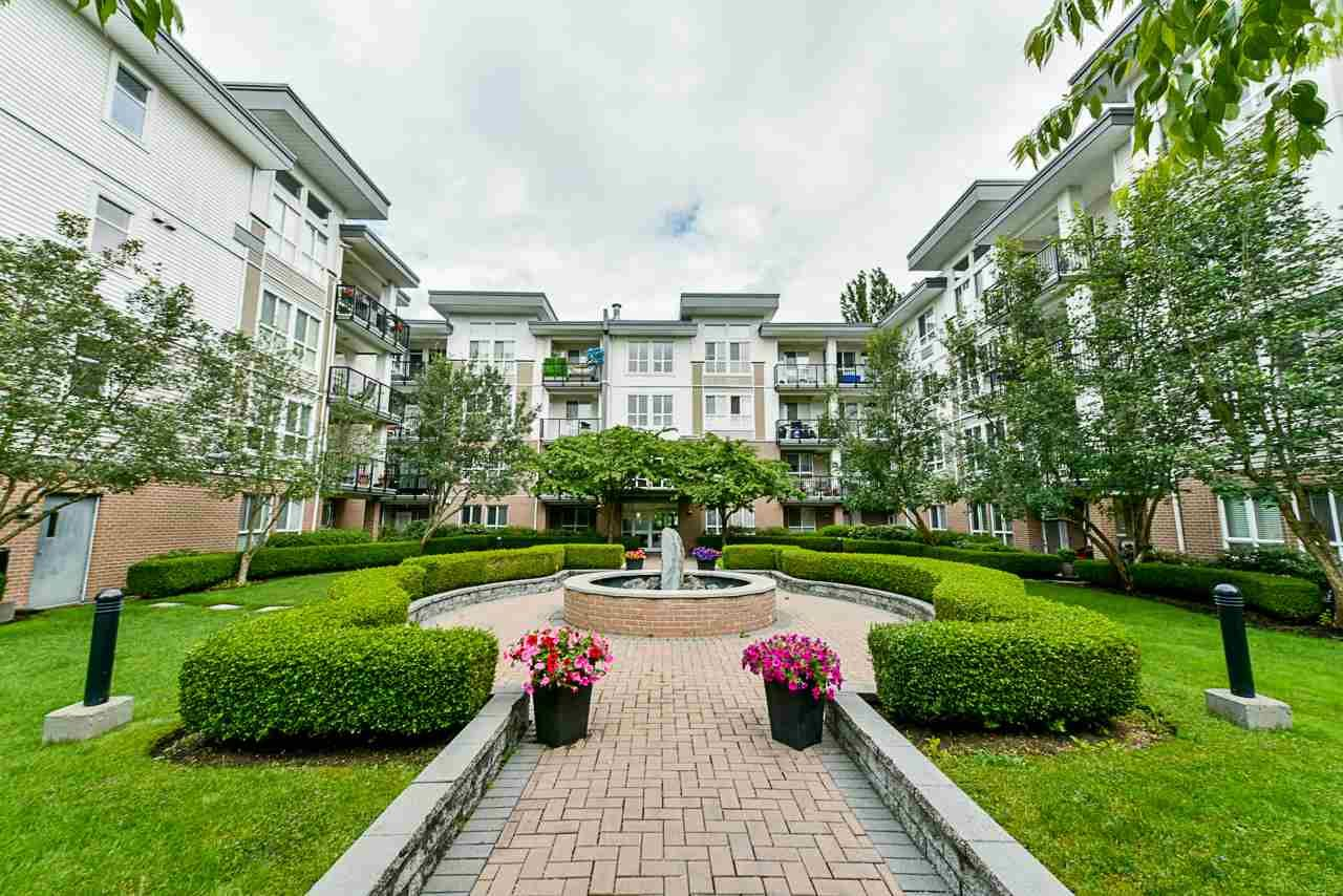 Main Photo: 304 5430 201 STREET in : Langley City Condo for sale : MLS®# R2471565