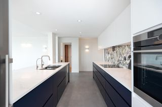 """Photo 16: 1602 1077 MARINASIDE Crescent in Vancouver: Yaletown Condo for sale in """"Marinaside Resort Residences"""" (Vancouver West)  : MLS®# R2592823"""