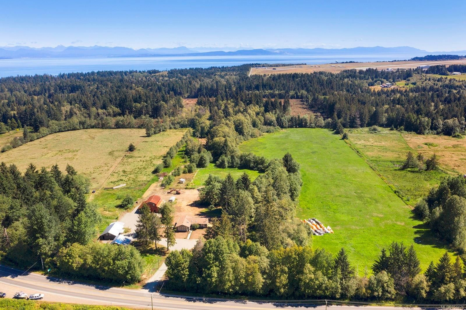 Main Photo: 2144 Anderton Rd in : CV Comox Peninsula House for sale (Comox Valley)  : MLS®# 854476