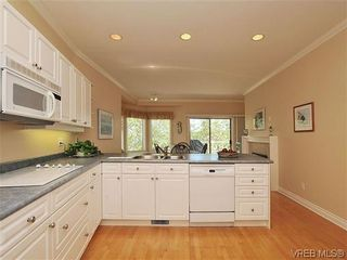 Photo 9: 18 4300 Stoneywood Lane in VICTORIA: SE Broadmead Row/Townhouse for sale (Saanich East)  : MLS®# 610675