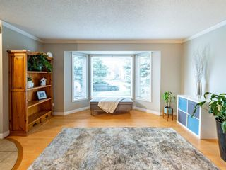 Photo 6: 215 Millcrest Way SW in Calgary: Millrise Detached for sale : MLS®# A1103784