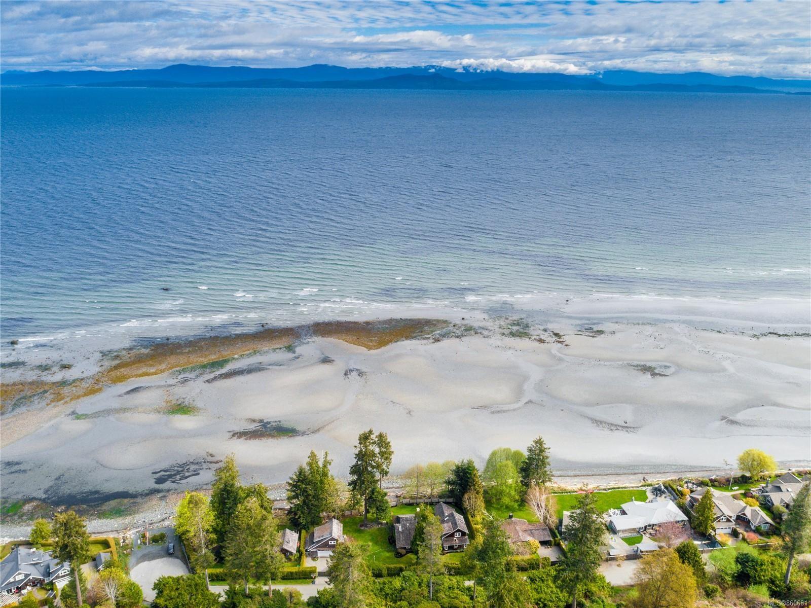 Main Photo: 969 Seacrest Pl in : PQ Qualicum Beach House for sale (Parksville/Qualicum)  : MLS®# 860681