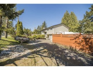 Photo 2: 26677 29 Avenue in Langley: Aldergrove Langley House for sale : MLS®# R2567945