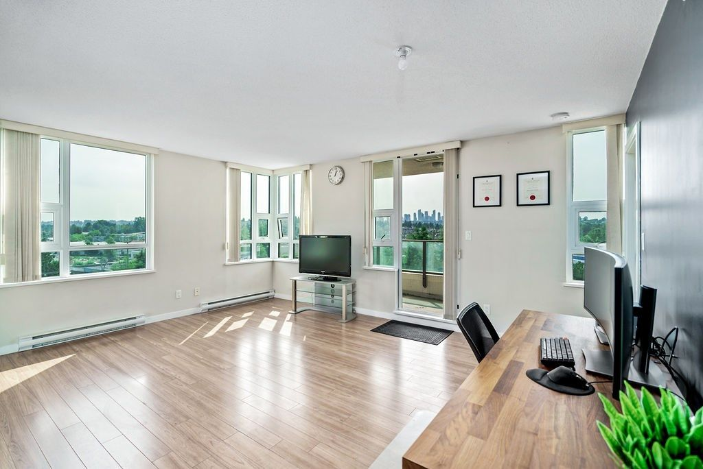 Photo 5: Photos: 402 2232 DOUGLAS ROAD in Burnaby: Brentwood Park Condo for sale (Burnaby North)  : MLS®# R2495564