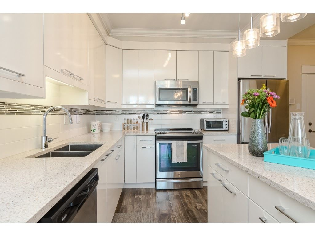 """Photo 5: Photos: 315 19228 64 Avenue in Surrey: Clayton Condo for sale in """"FOCAL POINT"""" (Cloverdale)  : MLS®# R2481765"""