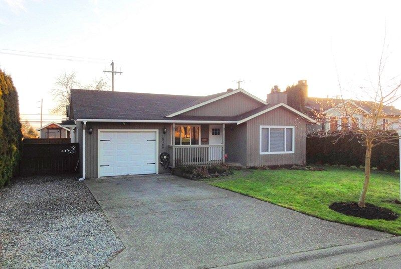 Main Photo: 18360 56A Avenue in Surrey: Cloverdale BC House for sale (Cloverdale)  : MLS®# F1400914