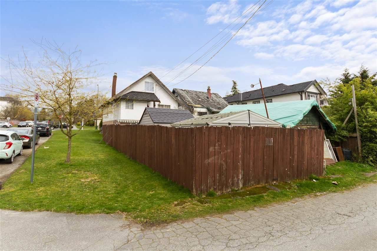 Main Photo: 2004 E 12TH Avenue in Vancouver: Grandview Woodland House for sale (Vancouver East)  : MLS®# R2561055