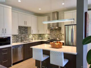 Photo 3: 490 South Joffre St in VICTORIA: Es Saxe Point Half Duplex for sale (Esquimalt)  : MLS®# 816980