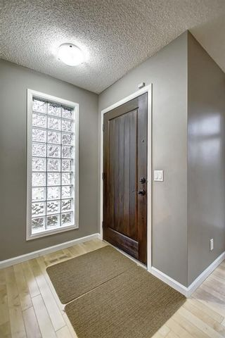 Photo 3: 2002 7 Avenue NW in Calgary: West Hillhurst Detached for sale : MLS®# C4291258
