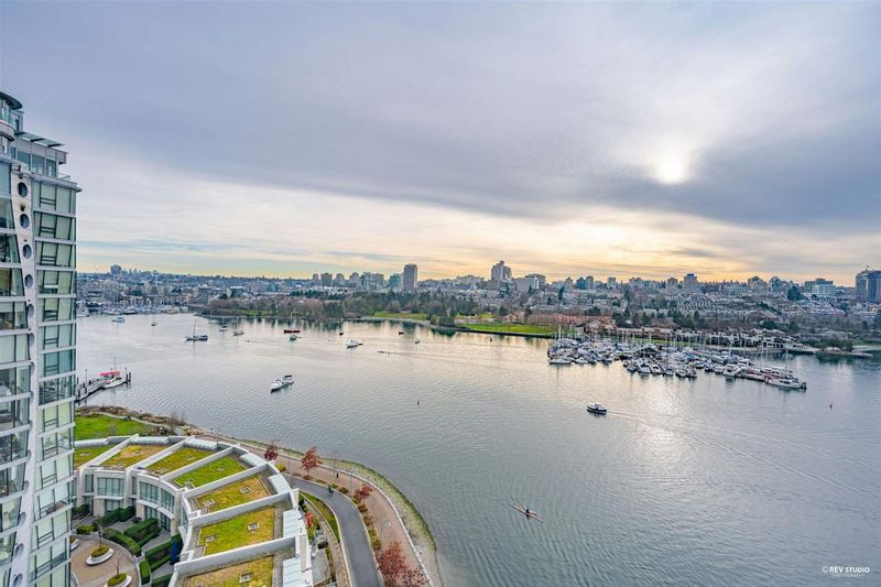 FEATURED LISTING: 1701 - 1515 HOMER Mews Vancouver